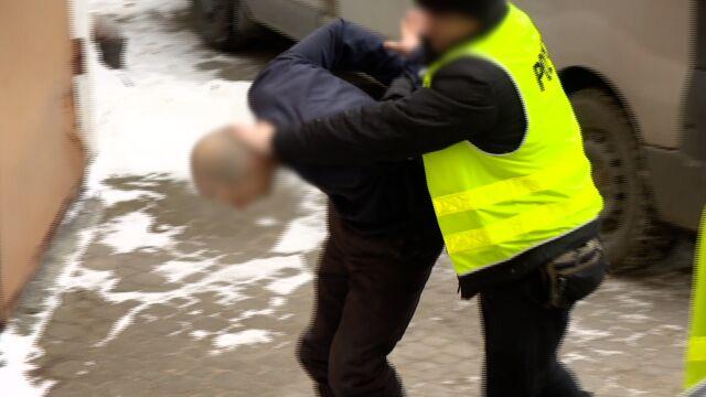 Potrącił chłopców na chodniku, nie miał prawa jazdy. Aresztowany