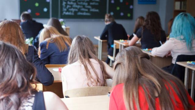 """""""Można się nawet w domu uczyć"""". Senator radzi uczniom z podwójnego rocznika"""