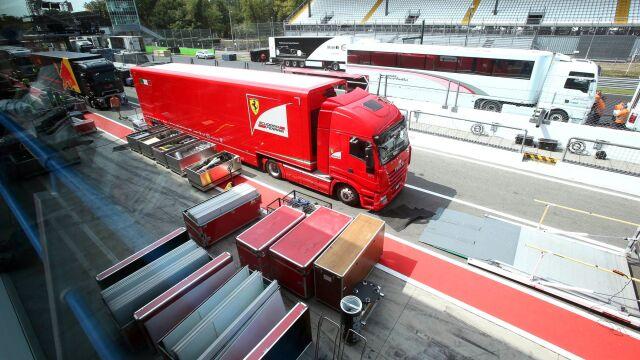 Pasażerowie na gapę w ciężarówce Ferrari