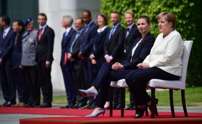 Kanclerz Merkel wysłuchała hymnów na siedząco