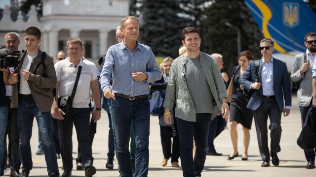 Tusk i Zełenski przy linii frontu w Donbasie