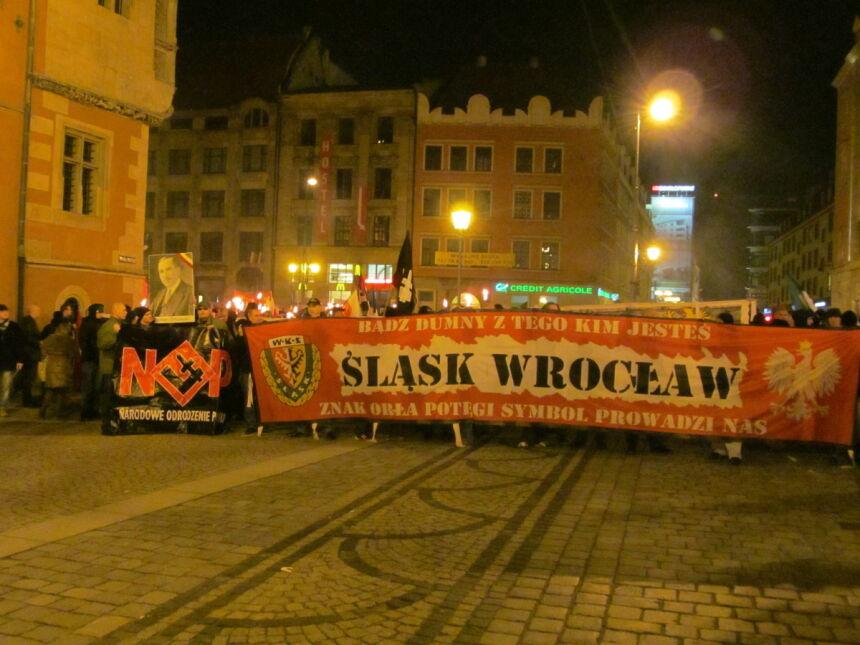 """Narodowe Odrodzenie Polski wraz z kibicami Śląska Wrocław na """"Marszu Patriotów"""""""