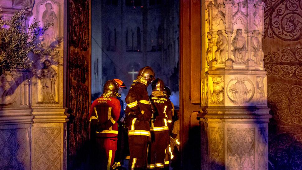 """Konstrukcja Notre Dame """"ocalona od całkowitego zniszczenia"""""""