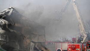 Pożar hali fabrycznej.