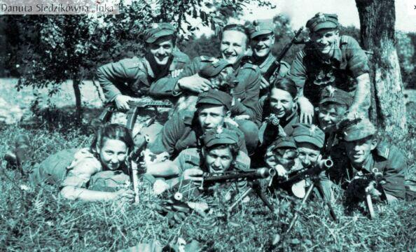 Żołnierze 4. szwadronu 5. Wileńskiej Brygady AK. Białostocczyzna, lato 1945 r.