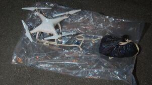 Drony z kontrabandą wokół więzień. Operacja brytyjskiej policji