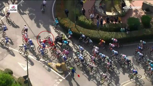 Motocyklista najechał na Vivianiego. Kolarz upadł z impetem