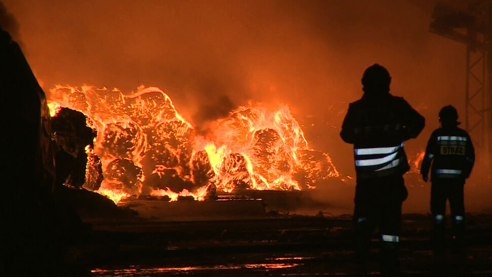 Opony płoną od dwóch dni. Mieszkańcy: boimy się o dzieci, urzędnicy: to nie dym