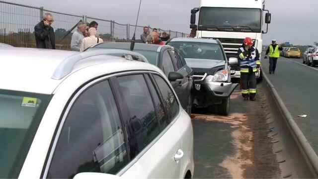 """Karambol na """"jedynce"""". Siedem samochodów, w tym dwa ciężarowe. Trzy osoby ranne"""