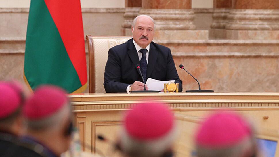 Łukaszenka do biskupów: w Mińsku  można omawiać problemy całej planety