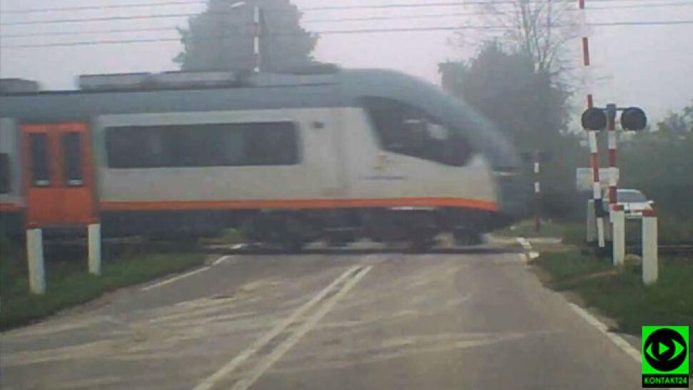 """Gęsta mgła, podniesione rogatki, jedzie pociąg. """"Cudem przeżyliśmy"""""""