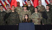 Karen Pence podczas spotkania z amerykańskimi i polskimi żołnierzami