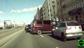 Gwałtowne hamowanie, van stojący w poprzek drogi i centymetry od zderzenia