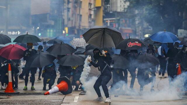 Chińska armia ostrzega protestujących