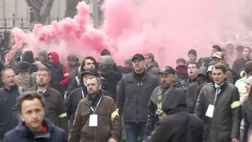 Protesty i strzały ostrzegawcze na Ukrainie
