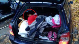 W samochodzie siedem osób, w bagażniku kolejna. Kierowca bez prawa jazdy