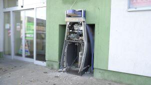 Wybuch bankomatu w Bydgoszczy. Policjanci szukają sprawców