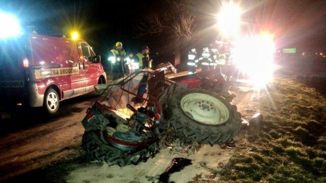 Autem wjechał w traktor. Ciągnik złamał się na pół