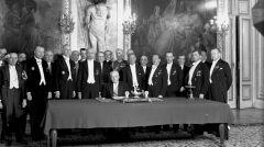 """Album """"100x100"""": Podpisanie konstytucji przez prezydenta Mościckiego (sygn. 1-A-1107-2) - 219 polubień"""