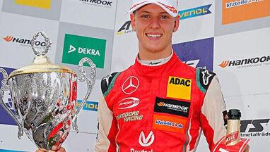 Syn Schumachera u boku Vettela.