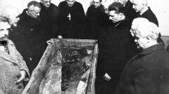 """Album """"100x100"""": Groby królewskie w katedrze na Wawelu w Krakowie (sygn. 1-U-2724-4) - 288 polubień"""