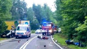 Bracia jechali na motocyklach. Młodszy zginął