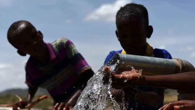 """""""Nie mogłem ugotować dzieciom nic do jedzenia"""". Miliony bez dostępu do wody pitnej"""