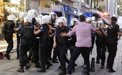 Protesty przeciwko zdjęciu z urzędu trzech prokurdyjskich burmistrzów
