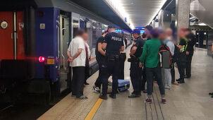 Próbował wskoczyć do odjeżdżającego pociągu. Wypadek na Dworcu Centralnym