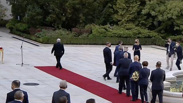 Zaprzysiężenie nowych członków Rady Ministrów w ogrodach Pałacu Prezydenckiego