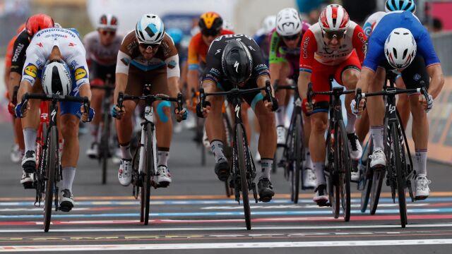 Wielki wysiłek na nic. Peter Sagan o milimetry przegrał finisz na 4. etapie Giro d'Italia