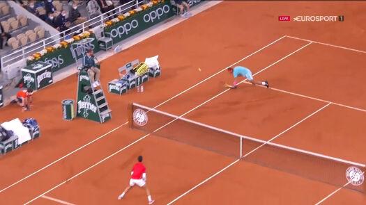 Tenisowy kosmos. Kolejna niesamowita wymiana w 1. secie finału Roland Garros