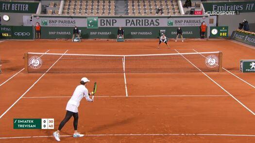 Trevisan przełamała Świątek już w pierwszym gemie w ćwierćfinale Roland Garros