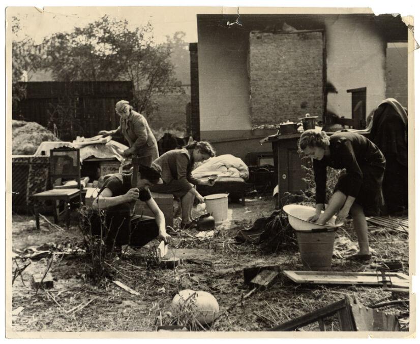 Ulica Julianowska na Bródnie. Ich dom przestał istnieć, życie rodziny przeniosło się na podwórze