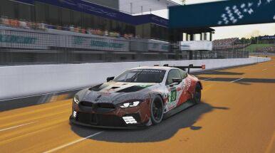 Kubica rozbił samochód w wirtualnym wyścigu. Jego zespół musiał się wycofać