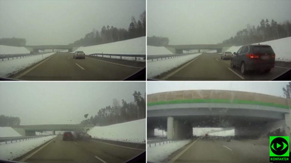 BMW pojawia się znikąd i uderza w skodę. Chmura części na autostradzie, auto w rowie