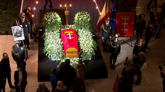 Coffin with Paweł Adamowicz's body has been put on display in the European Solidarity Centre in Gdańsk