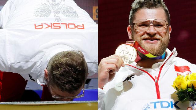 Pocałował podium, odebrał medal. Mistrz Fajdek udekorowany