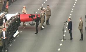 Żołnierze pozdrawiają prezydenta
