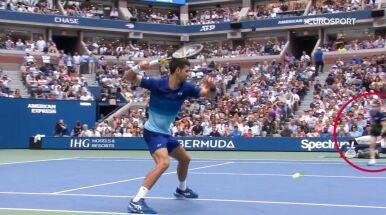 Djoković w furii, nagle podbiega dziewczynka. O krok od nieszczęścia w finale US Open