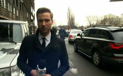 Reporter TVN24 przy nowogrodzkiej: parking pełen rządowych limuzyn