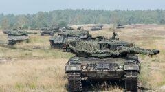 Kolumna czołgów Leopard 2A4 z 10. Brygady Kawalerii Pancernej. Te jako pierwsze dostaliśmy od Niemców za symboliczne euro. Potem dokupiliśmy Leoaprdy 2A5