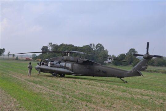 Blackhawk na polu w miejscowości Gruta