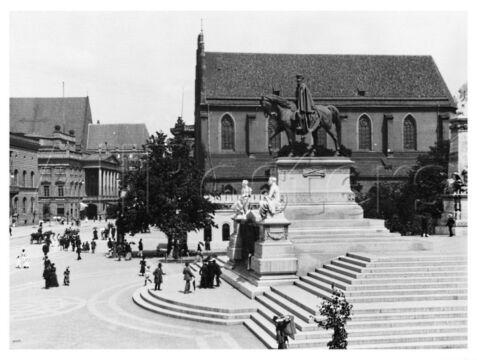 Pomnik cesarza Wilhelma I, w tle kościół Bożego Ciała, 1910-1915