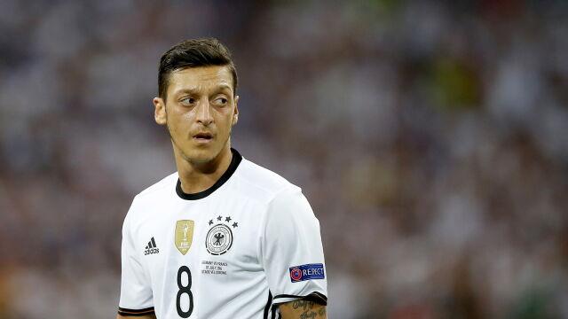 0495ff767 Oezil zrezygnował z gry w kadrze Niemiec.
