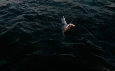 """""""Mąż cały czas mi powtarzał, płyn dalej"""". Pokonała raka i kanał La Manche"""