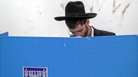 Powtórzone wybory w Izraelu.  Exit poll: Netanjahu i opozycja niemal remisują