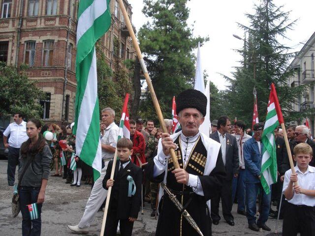 Pełzająca aneksja separatystów.  Rosjanie już w pełni kontrolują Abchazję