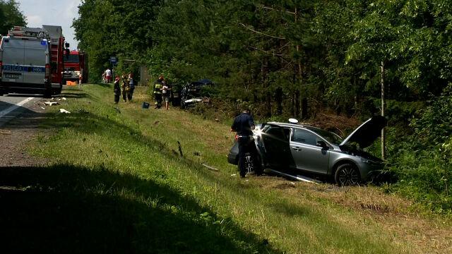Wypadek trzech aut osobowych  i ciężarówki. Są poszkodowani, w tym dzieci