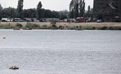 Strażacy zlokalizowali miejsce, w którym samolot wpadł do rzeki Wisły